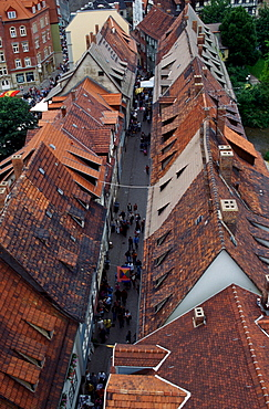 View on the Merchants' Bridge with rows of houses on both sides, Erfurt, Thuringia, Germany / Kraemerbruecke