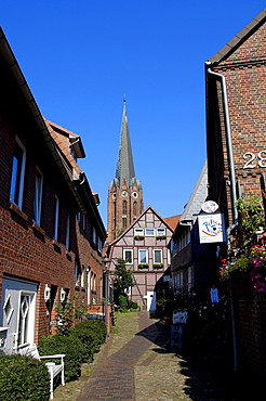 St.Petri Church and lane with shops, Buxtehude, Lower Saxony, Germany