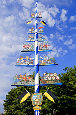 May Tree at the Viktualienmarkt, Munich, Bavaria, Germany / Maypole