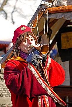 Medieval Easter Market, renaissance festival, medieval dressed barber, playing old trumpet, Ronneburg Castle, municipality Ronneburg, Main-Kinzig-Kreis, Hesse, Germany