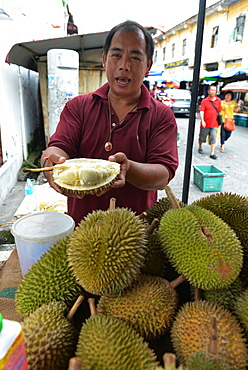 Man selling Durian fruits, Chinatown, Georgetown, Penang, Malaysia/ (Durio spec.)