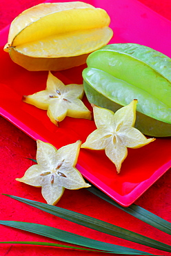 Carambola / (Averrhoa carambola) / Star Fruit