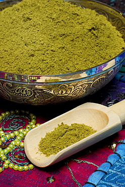 Henna powder, in bowl / (Lawsonia inermis)
