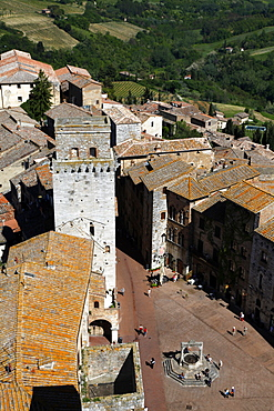 Town Square and tower, San Gimignano, UNESCO World Heritage Site, Tuscany, Italy, Europe