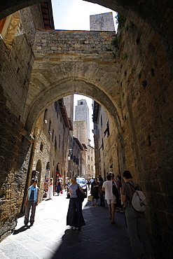 Entrance Gate and Tower, San Gimignano, UNESCO World Heritage Site, Tuscany, Italy, Europe