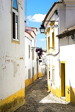 Narrow Street, Historical centre, Evora, Alentejo, Portugal, Europe