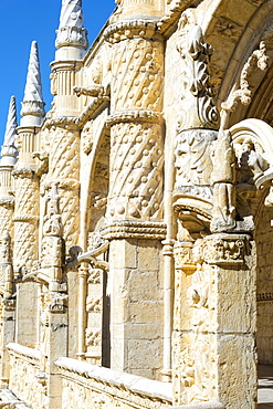 Sculpture, Courtyard of the two-storied cloister, Mosteiro dos Jeronimos (Monastery of the Hieronymites), UNESCO World Heritage Site, Belem, Lisbon, Portugal, Europe