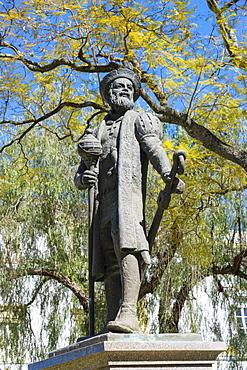 Vasco de Gama statue, Evora, Alentejo, Portugal, Europe