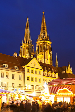 Christmas Market in Neupfarrplatz with the Cathedral of Saint Peter in the Background, Regensburg, Bavaria, Germany, Europe
