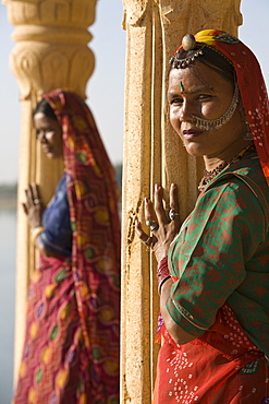 Women in traditional dress, Jaisalmer, Western Rajasthan, India, Asia