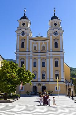 Mondsee Abbey, Market Square, Mondsee, Mondsee Lake, Oberosterreich (Upper Austria), Austria, Europe