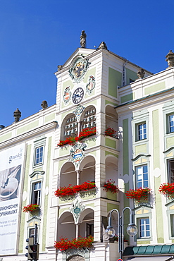 The wonderfully ornate Town Hall (Rathaus), Gmunden, Salzkammergut, Upper Austria, Austria, Europe