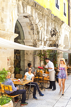 Restaurant in Roman Arches, Stari Grad (Old Town), Split, Dalmatia, Croatia, Europe