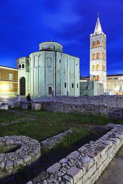Illuminated Roman forum (Forum Romanum), St. Donat's church and the bell tower of St. Anastasia cathedral at dusk, Zadar, Dalmatia, Croatia, Europe