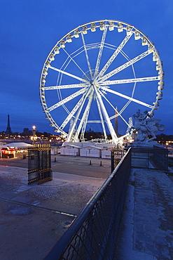 Big wheel at Place de la Concorde and Eiffel Tower in the background, Paris, Ile de France, France, Europe
