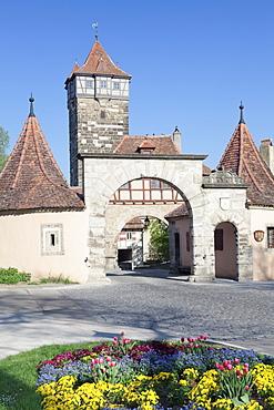 Town gate and Rodertor gate, Rothenburg ob der Tauber, Romantic Road (Romantische Strasse), Franconia, Bavaria, Germany, Europe
