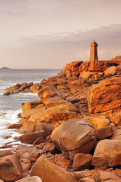 Lighthouse of Meen Ruz, Ploumanach, Cote de Granit Rose, Cotes d'Armor, Brittany, France, Europe