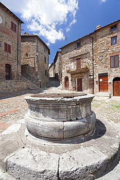 Fountain at village square, Castiglione d'Orcia, Val d'Orcia (Orcia Valley), Siena Province, Tuscany, Italy, Europe