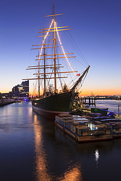 Rickmer Rickmers museum ship and Elbphilharmonie at sunrise, HafenCity, Hamburg, Hanseatic City, Germany, Europe