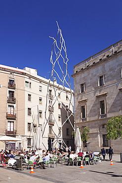 Steel Sculpture Homenatge als Castellers by Antoni Lliena i Font, Placa de Sant Miguel, Barri Gotic, Barcelona, Catalonia, Spain, Europe