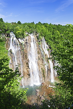 Waterfall, Veliki Slap, Plitvice Lakes National Park, UNESCO World Heritage Site, Croatia, Europe