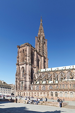 Place de la Cathedrale and Strasbourg Cathedral Notre Dame, UNESCO World Heritage Site, Strasbourg, Alsace, France, Europe