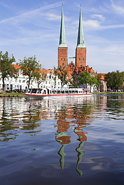 Excursion boat on the River Trave and cathedral, Stadttrave, Lubeck, Schleswig Holstein, Germany, Europe