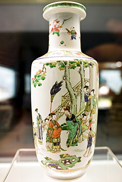 Ming vase on display in the Shanghai Museum, China