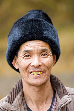 Chinese man wearing fur hat in Guilin, China