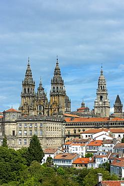 Catedral de Santiago de Compostela, Roman Catholic Cathedral, UNESCO World Heritage Site, and cityscape from Alameda Park, Santiago de Compostela, Galicia, Northern Spain, Europe