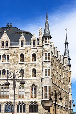 Caja Espana savings bank in Casa Botines designed by architect Antoni Gaudi in Leon, Castilla y Leon, Spain, Europe