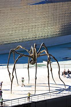 Guggenheim Museum and giant spider sculpture Maman in Bilbao, Euskadi, Spain, Europe
