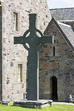 Celtic high cross, St. Martin's Cross, Iona Abbey, Isle of Iona, Inner Hebrides and Western Isles, Scotland, United Kingdom, Europe