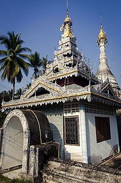 Temple opposite Wat Jong Klang and Kham, Mae Hong Son Province, Thailand, Southeast Asia, Asia