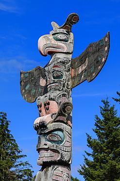 First Nation Totem Pole, Original Namgis Burial Grounds, Alert Bay, Cormorant Island, Inside Passage, British Columbia, Canada, North America