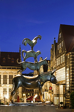 View of Musicians sculpture at night in Bremen, Germany