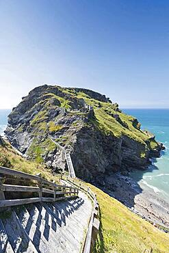 Castle of Richard of Cornwall, steps to the bridge and to the castle island on the Tintagel peninsula, Cornwall, England