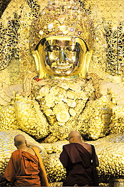 Mahamuni Paya (Mahamuni Buddhist temple), devotees praying and pressing gold leaf onto the Mahamuni buddha statue, Mandalay, Myanmar (Burma), Southeast Asia