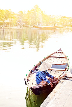 A boat driver in a conical hat in Hoi An, Vietnam, Indochina, Southeast Asia, Asia
