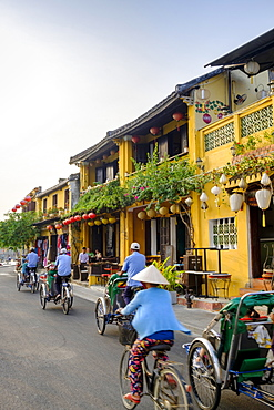 General view of shop houses and bicycles in Hoi An, Vietnam, Indochina, Southeast Asia, Asia