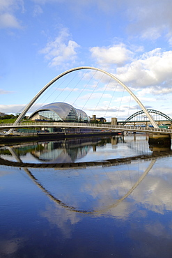 The Millennium Bridge, Tyne Bridge and Sage Gateshead Arts Centre, Gateshead, Newcastle-upon-Tyne, Tyne and Wear, England, United Kingdom, Europe