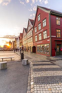 Sunset over cobblestone street and old buildings in Bryggen, UNESCO World Heritage Site, Bergen, Hordaland County, Norway, Scandinavia, Europe