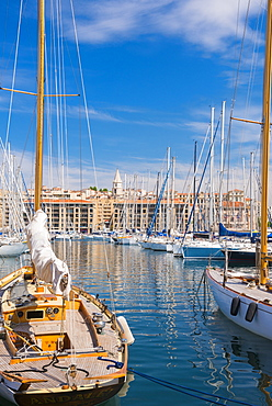 Old port and Notre Dame, Marseille, Bouches du Rhone, Provence, Provence-Alpes-Cote d'Azur, France, Europe