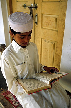 Religion, pakistan. Punjab. Children reading the koran at a madrassa mulim school