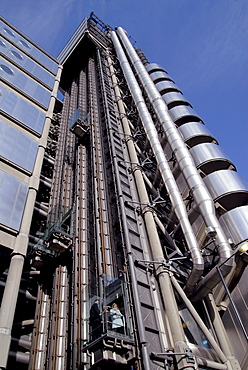 Uk staff using outdoor lifts to go to their offices at the lloyds hq in the city of london