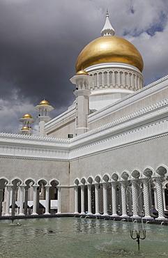 Omar Ali Saifuddien mosque in Bandar Seri Begawan, Brunei, Southeast Asia, Asia