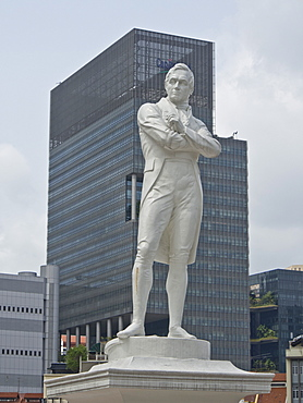 Statue of city founder Sir Stamford Raffles, Singapore, Southeast Asia, Asia