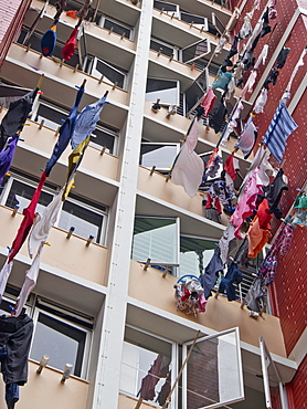 Drying laundry at a HDB (Housing and Development Board) social housing block in Singapore, Southeast Asia, Asia
