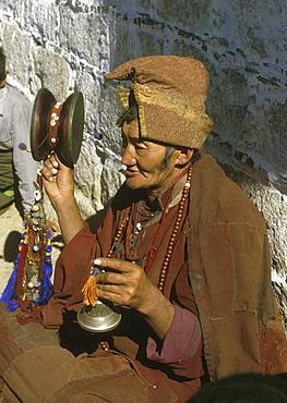 Tibet mendicant lhasa