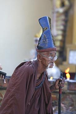 Myanmar shwedagon paya (pagoda), yangon (rangoon), a hermit monk